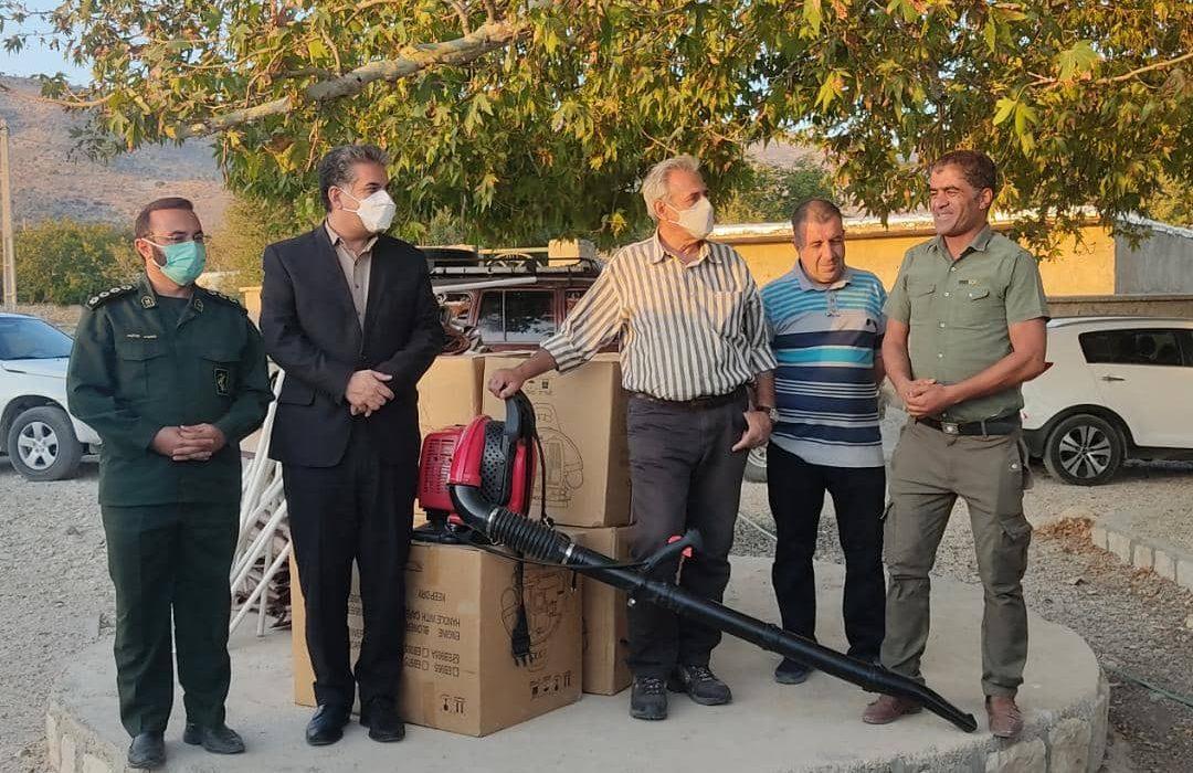 تقدیر از مهار کنندگان آتش سوزی در طبیعت فارس