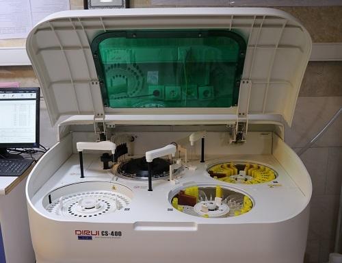 راه اندازی یک دستگاه اتوآنالایزر بیوشیمی در بیمارستان آنکولوژی امیر