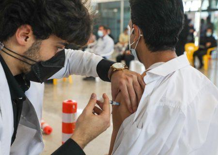وزیر بهداشت از دو مرکز واکسیناسیون در شیراز بازدید کرد