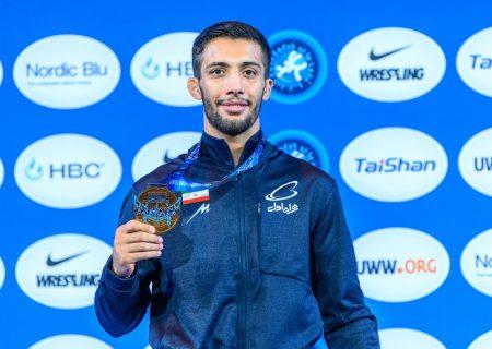 اقدام ارزشمند قهرمان کشتی جهان/ کنگره شهدای فارس قدردانی کرد